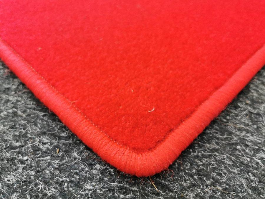 Červený kusový koberec Eton - délka 80 cm a šířka 50 cm