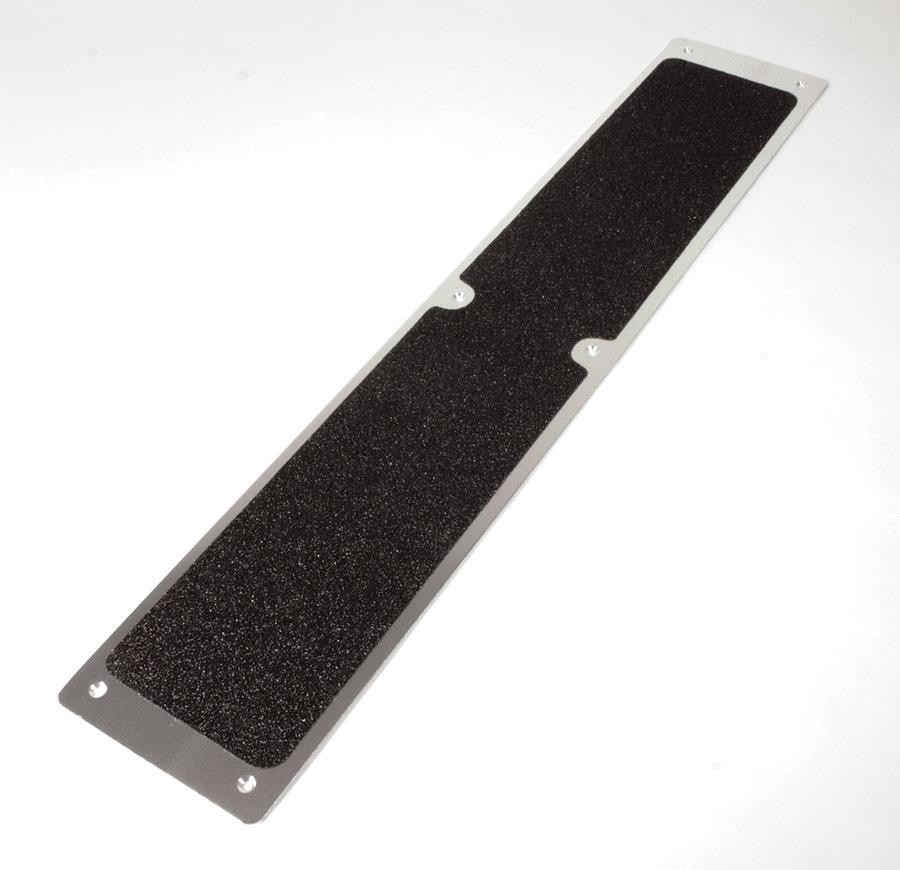 Černý hliníkový protiskluzový nášlap na schody - délka 11,4 cm a šířka 62,5 cm