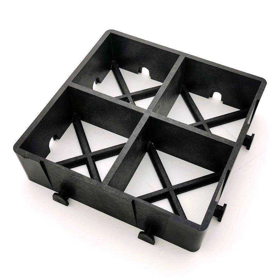 Černá plastová zátěžová zatravňovací dlažba FLOMA ProGrass MAX - délka 22,5 cm, šířka 22,5 cm a výška 6 cm