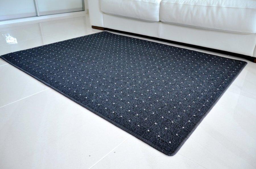 Antracitový kusový koberec Udinese