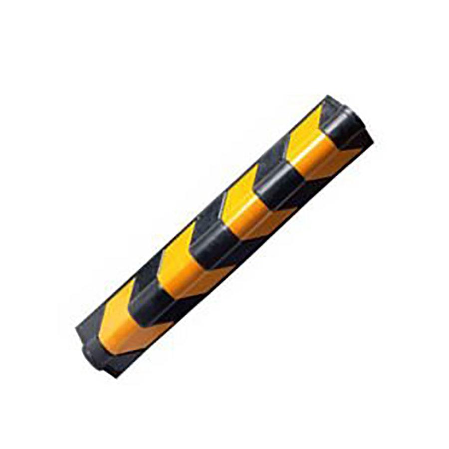 Černo-žlutý gumový reflexní ochranný pás (roh) (zaoblený profil) - délka 80 cm, šířka 10 cm a tloušťka 1 cm