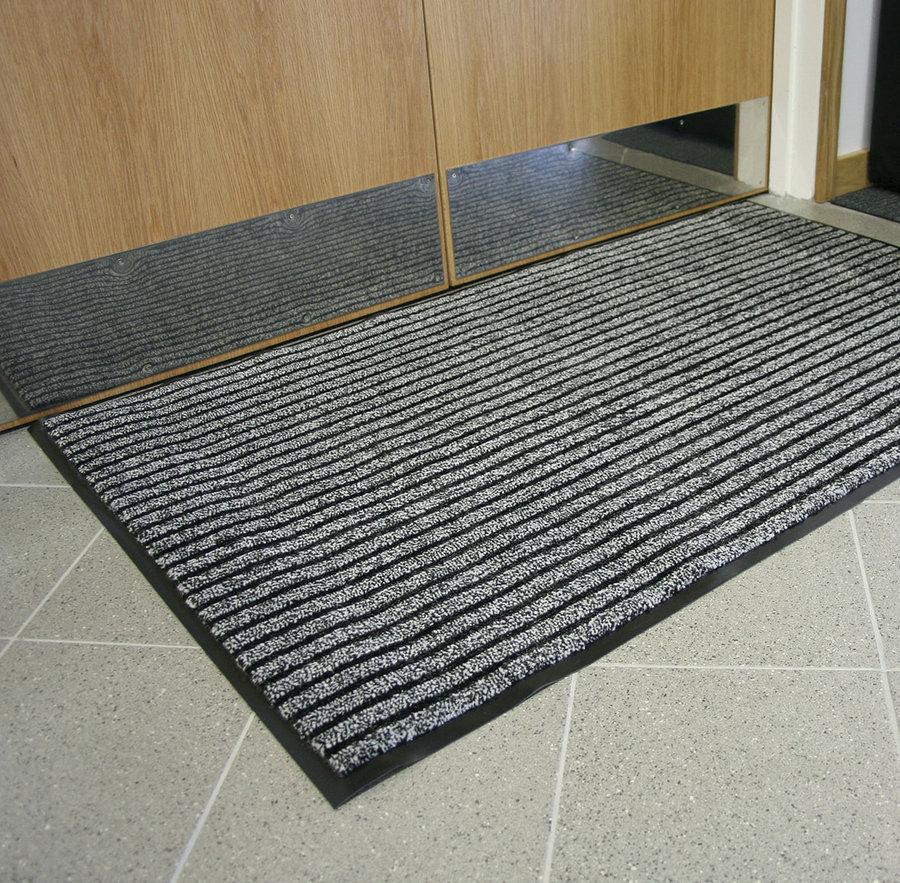 Šedá textilní vnitřní čistící vstupní rohož - délka 60 cm, šířka 90 cm a výška 0,7 cm