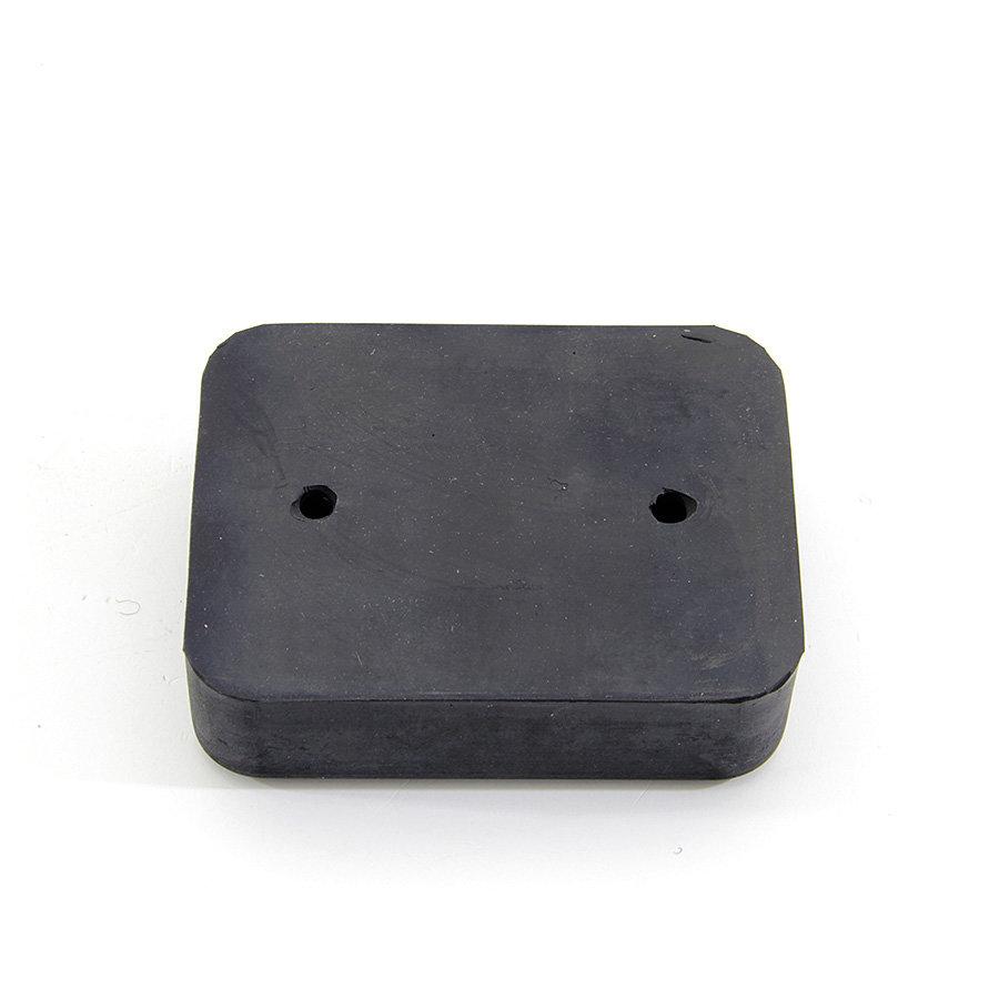 Černý pryžový doraz na rampu FLOMA - délka 10 cm, šířka 7,5 cm a tloušťka 3 cm