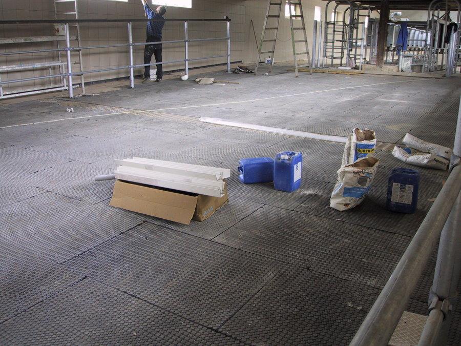 Plastová interierová podlahová hladká deska - délka 120 cm, šířka 80 cm a výška 1,2 cm