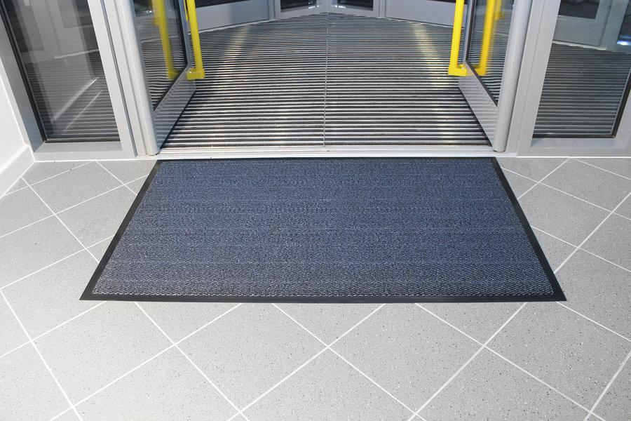 Modrá textilní čistící vnitřní vstupní rohož - délka 90 cm, šířka 150 cm a výška 0,7 cm