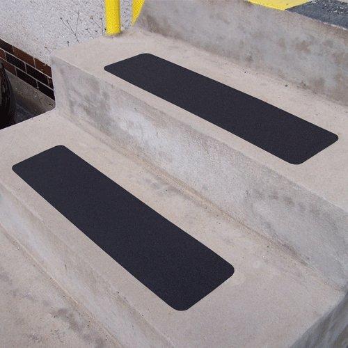 Černá korundová protiskluzová samolepící podlahová páska (pás) - délka 61 cm a šířka 15,2 cm