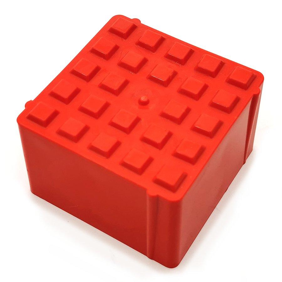 Oranžový plastový vyznačovací prvek FLOMA ProGrass MAX - délka 9,7 cm, šířka 9,7 cm a výška 5,9 cm