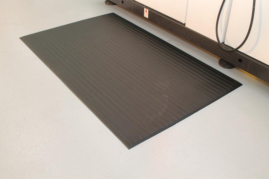 Černá průmyslová protiúnavová protiskluzová pěnová rohož - délka 90 cm, šířka 60 cm a výška 0,9 cm