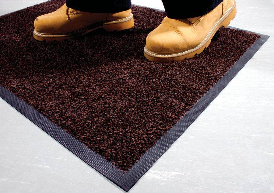 Hnědá textilní vstupní vnitřní čistící rohož - délka 60 cm, šířka 85 cm a výška 0,9 cm
