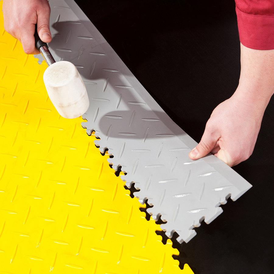 Černá vinylová plastová zátěžová dlaždice Fortelock Eco 2040 (penízky) - délka 51 cm, šířka 51 cm a výška 0,7 cm