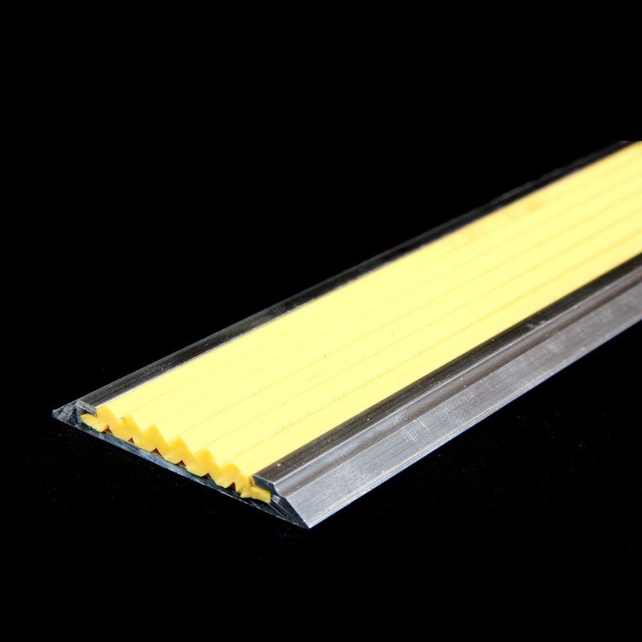 Žlutá hliníková schodová lišta s protiskluzovým páskem Antislip, FLOMAT - šířka 5,3 cm a výška 0,6 cm