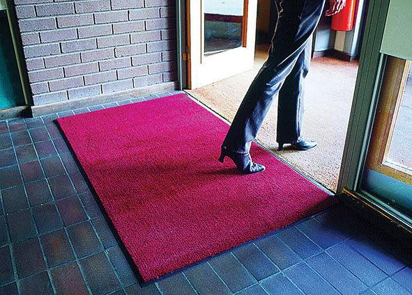 Červená textilní vstupní vnitřní čistící rohož 01 - délka 60 cm, šířka 90 cm a výška 0,7 cm