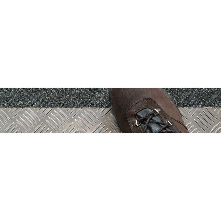 Černá korundová protiskluzová samolepící podlahová páska pro nerovné povrchy - délka 18 m a šířka 5 cm