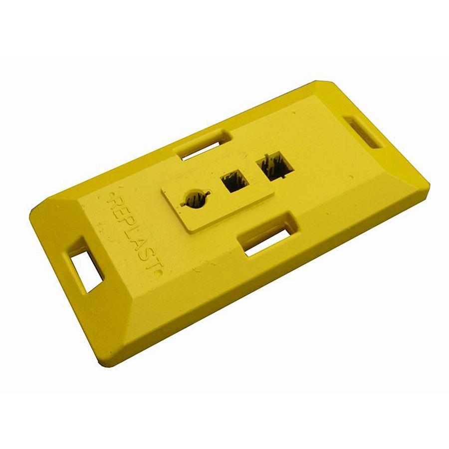 """Žlutý plastový podstavec pod dopravní značky """"CZ 1"""" - délka 85 cm, šířka 41 cm a výška 10 cm"""