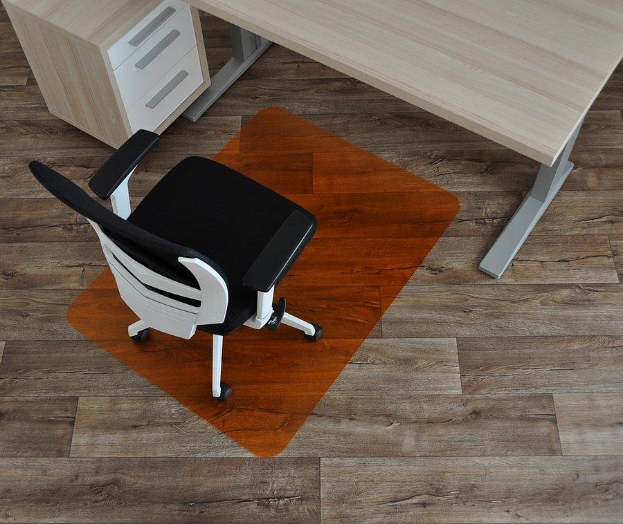 Oranžová podložka na hladké povrchy pod židli - délka 120 cm, šířka 90 cm a výška 0,15 cm