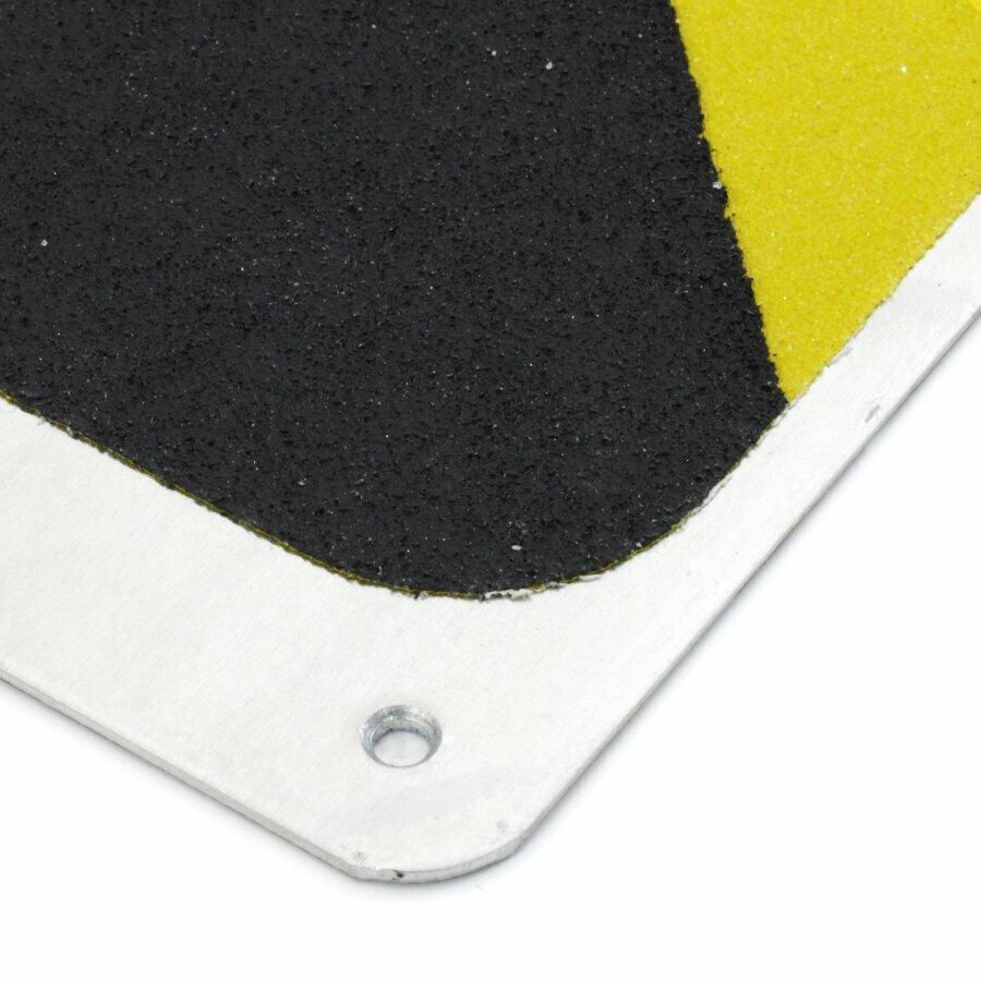 Černo-žlutý hliníkový protiskluzový nášlap na schody FLOMA Hazard Bolt Down Plate - délka 63,5 cm, šířka 6,3 cm a tloušťka 1,6 mm