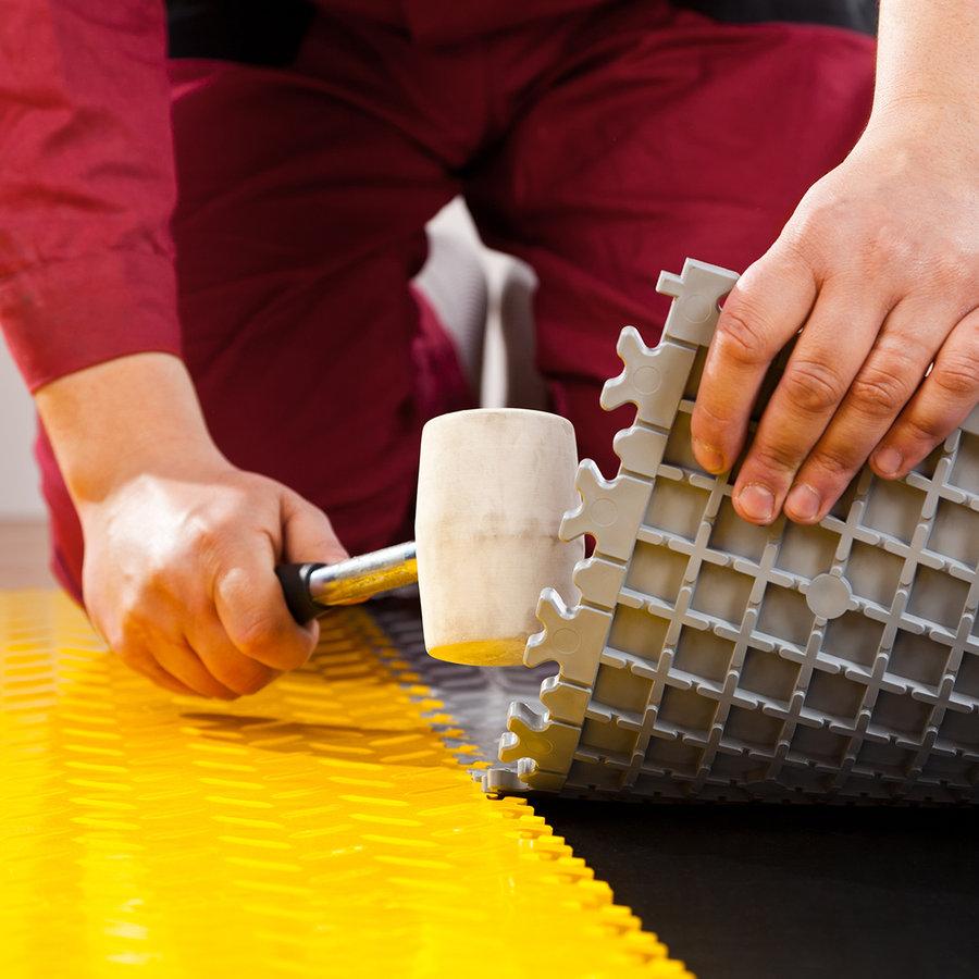 Černá vinylová plastová zátěžová dlaždice Industry 2020 (kůže), Fortelock - délka 51 cm, šířka 51 cm a výška 0,7 cm