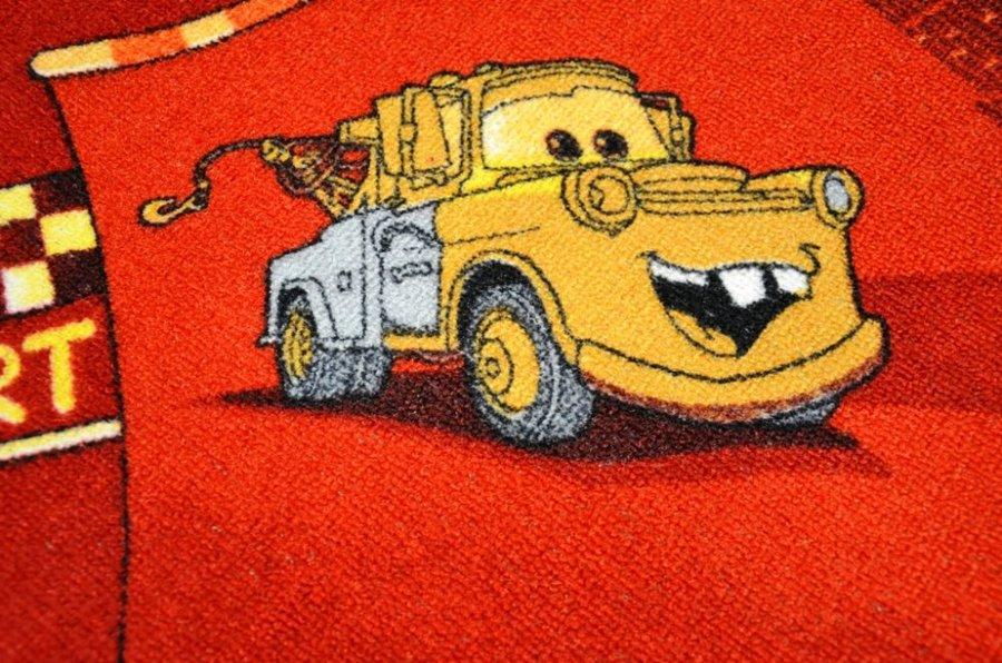 Červený dětský metrážový hrací koberec Auta červené - šířka 400 cm