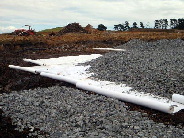 Bílá geotextilie GUTTATEX - délka 50 m, šířka 2 m a 500 g/m2