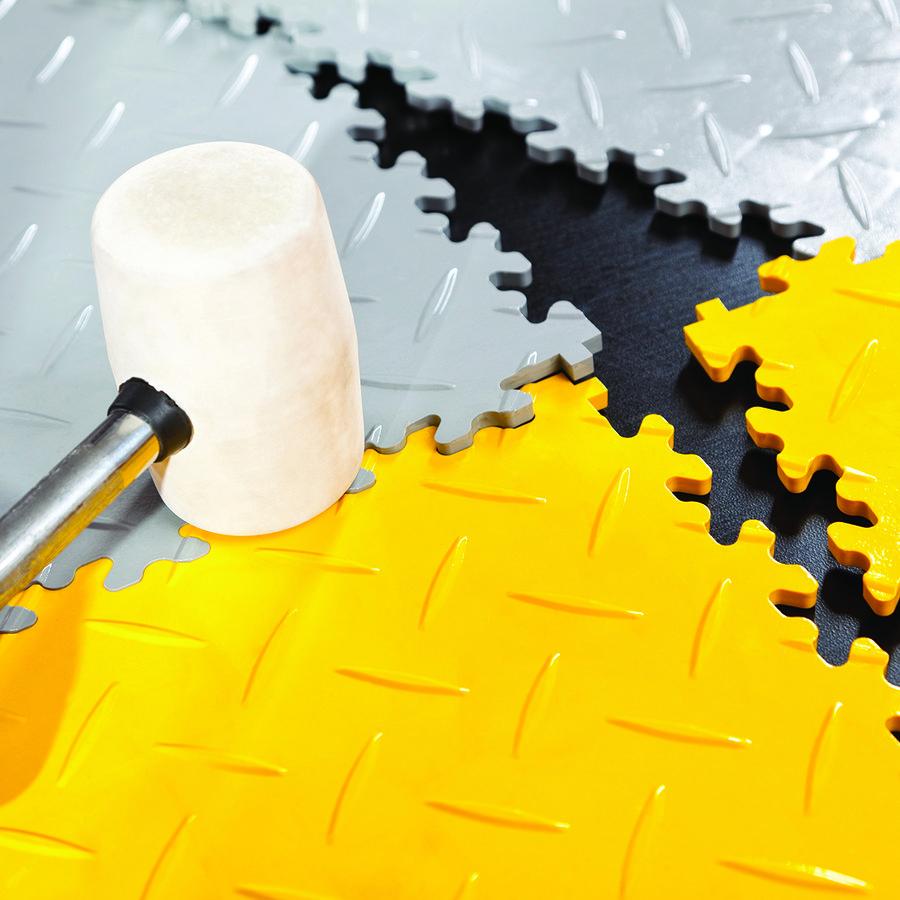 Černý vinylový plastový rohový nájezd Eco 2026 (kůže), Fortelock - délka 14 cm, šířka 14 cm a výška 0,7 cm