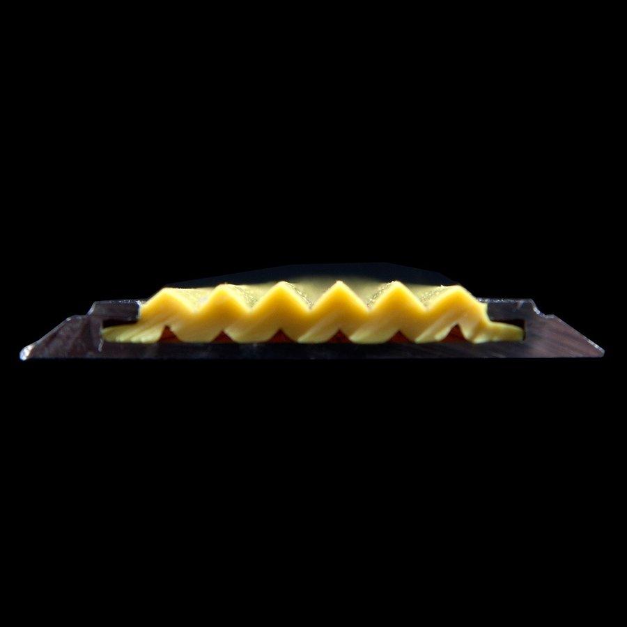 Žlutá gumová protiskluzová páska do schodových lišt a hran Antislip - šířka 4 cm a výška 0,5 cm