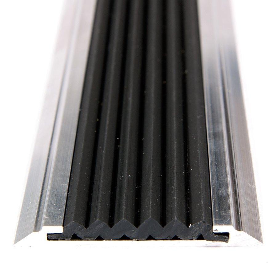 Černá hliníková schodová lišta s protiskluzovým páskem Antislip, FLOMA - délka 100 cm, šířka 5,3 cm a výška 0,6 cm