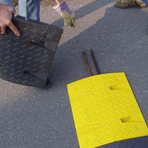 Ocelová výztuha pro zpomalovací prahy do 30 km / hod - průměr 1 cm a délka 100 cm