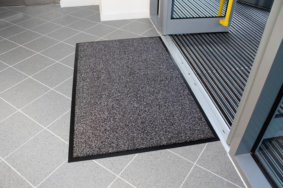 Šedá textilní vstupní vnitřní čistící rohož - délka 60 cm, šířka 90 cm a výška 1 cm