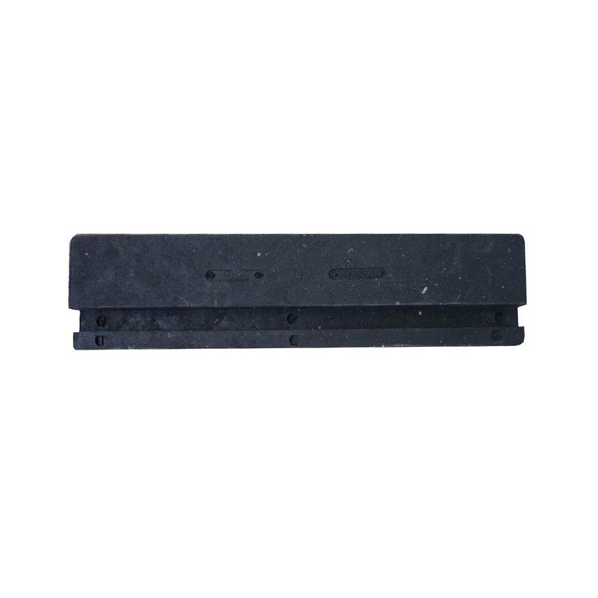 """Černý plastový nájezd """"nad"""" pro plastové zátěžové podlahové desky - délka 40 cm, šířka 10 cm a výška 4,3 cm"""