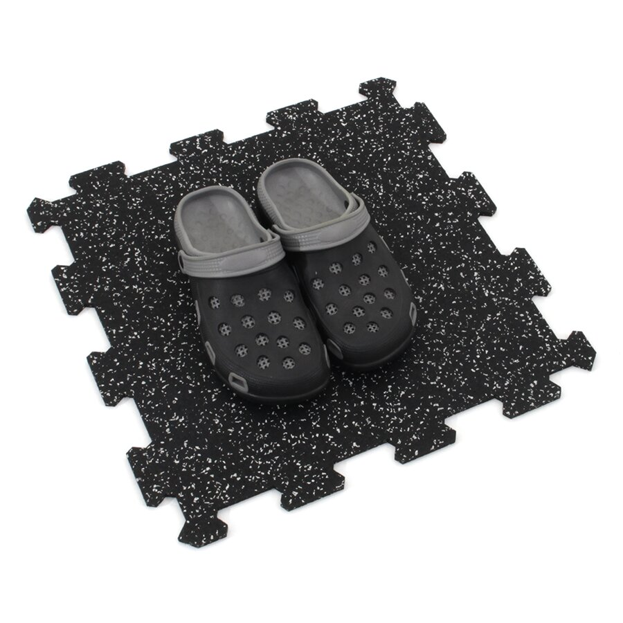 Černo-bílá gumová puzzle modulová dlažba FLOMA SF1050 FitFlo - délka 95,6 cm, šířka 95,6 cm a výška 0,8 cm