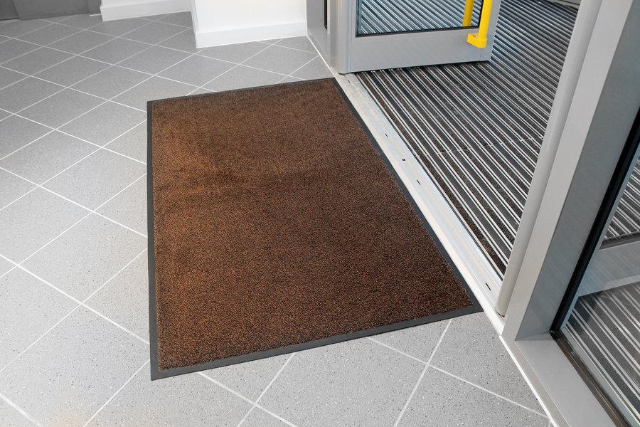 Hnědá textilní vstupní vnitřní čistící rohož - délka 85 cm, šířka 120 cm a výška 0,9 cm