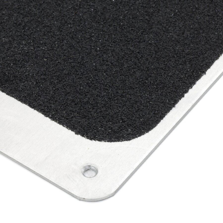 Černý hliníkový protiskluzový nášlap na schody FLOMA Bolt Down Plate - délka 63,5 cm, šířka 11,5 cm a tloušťka 1,6 mm