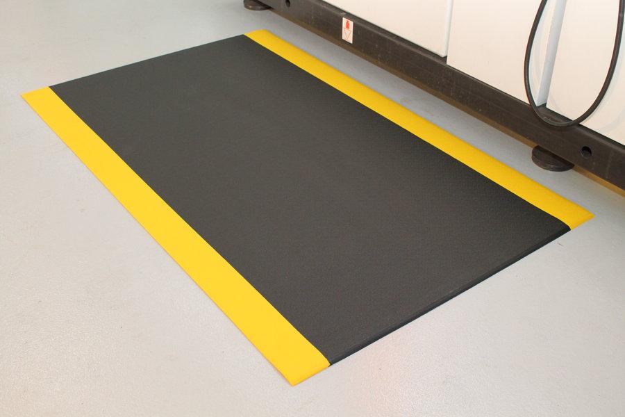 Černo-žlutá protiskluzová protiúnavová průmyslová pěnová rohož - délka 150 cm, šířka 90 cm a výška 0,9 cm