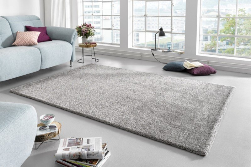 Šedý kusový koberec Glam - délka 110 cm a šířka 60 cm