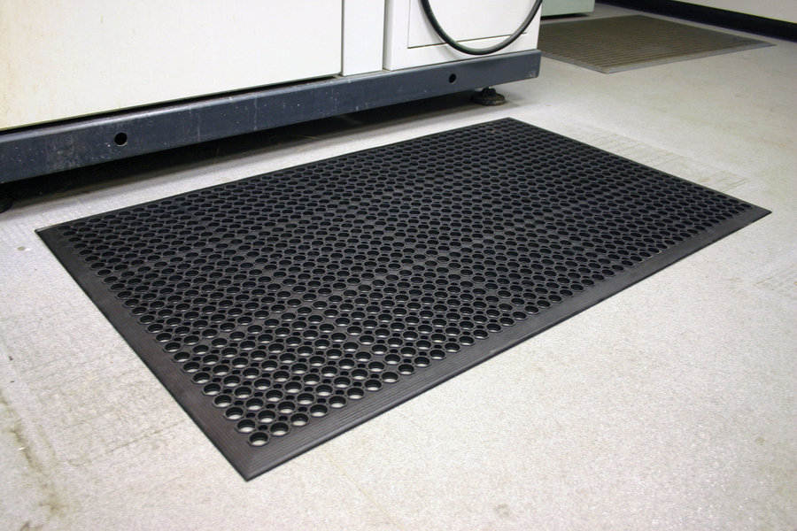 Černá gumová protiúnavová průmyslová rohož - délka 120 cm, šířka 80 cm a výška 1 cm