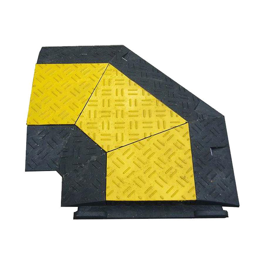 """Černo-žlutý plastový rohový kabelový most """"pravá zatáčka"""" s víkem - délka 50 cm, šířka 43 cm a výška 6 cm"""