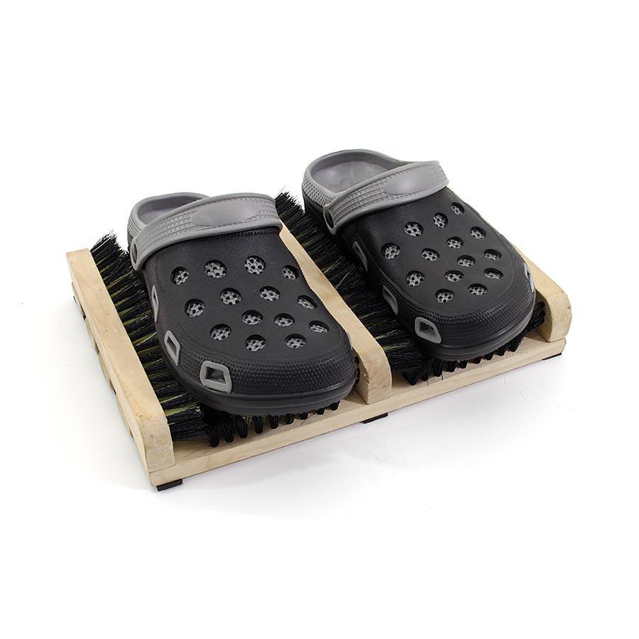 Dřevěný kartáčový čistič bot a podrážek obuvi FLOMA BootScraper - délka 27 cm a šířka 36 cm