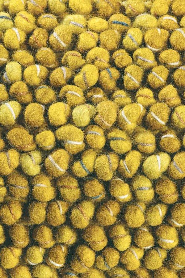 Žlutý kusový luxusní koberec Cobble