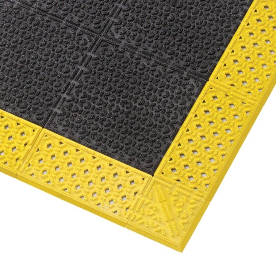 Černá plastová rohož Cushion Lok HD Solid, Grip Step - výška 2,2 cm