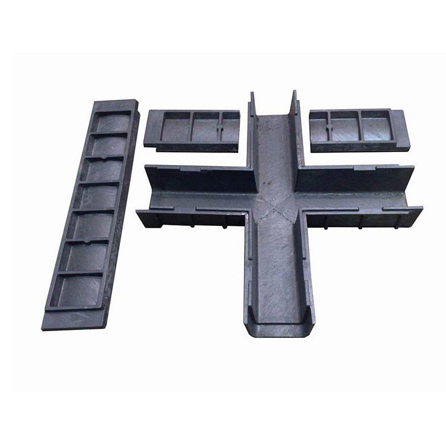 """Černá plastová kabelová chránička """"křižovatka"""" - délka 80 cm, šířka 80 cm a výška 15,5 cm"""