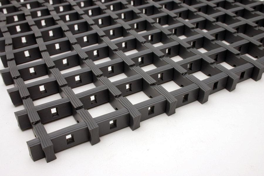 Černá univerzální průmyslová protiskluzová olejivzdorná rohož (mřížka 22 x 22 mm) - délka 5 m, šířka 90 cm a výška 1,2 cm