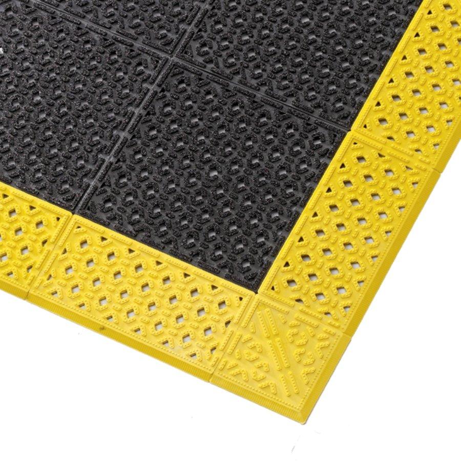 Černá plastová děrovaná rohož Cushion Lok HD, Grip Step - výška 2,2 cm