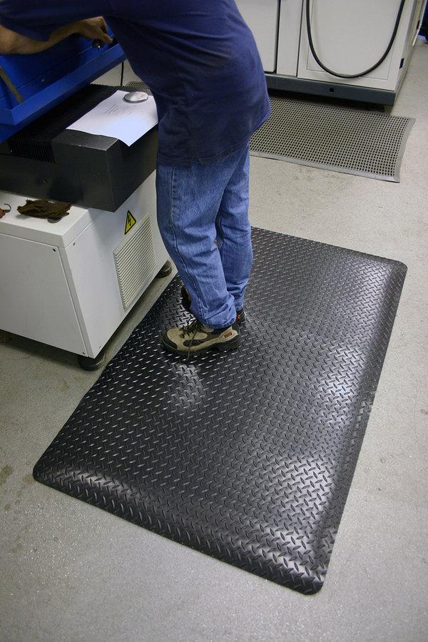 Černo-žlutá gumová laminovaná průmyslová protiúnavová rohož - délka 90 cm, šířka 60 cm a výška 1,4 cm
