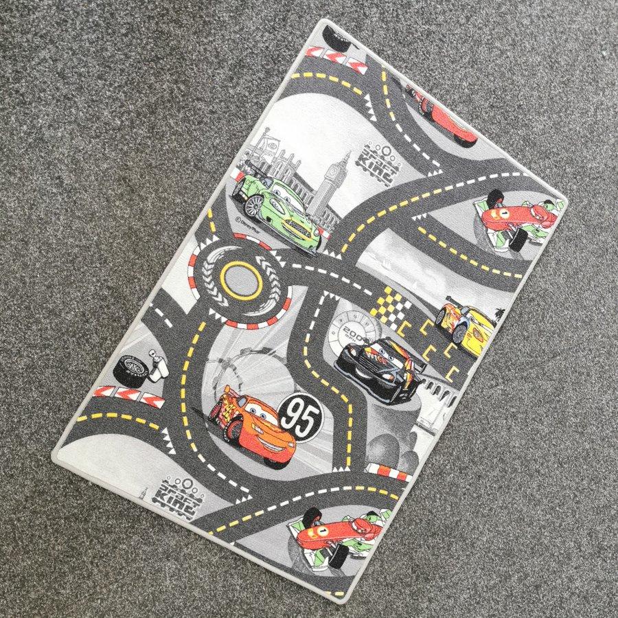 Různobarevný dětský kusový hrací koberec Auta šedé - délka 120 cm a šířka 80 cm