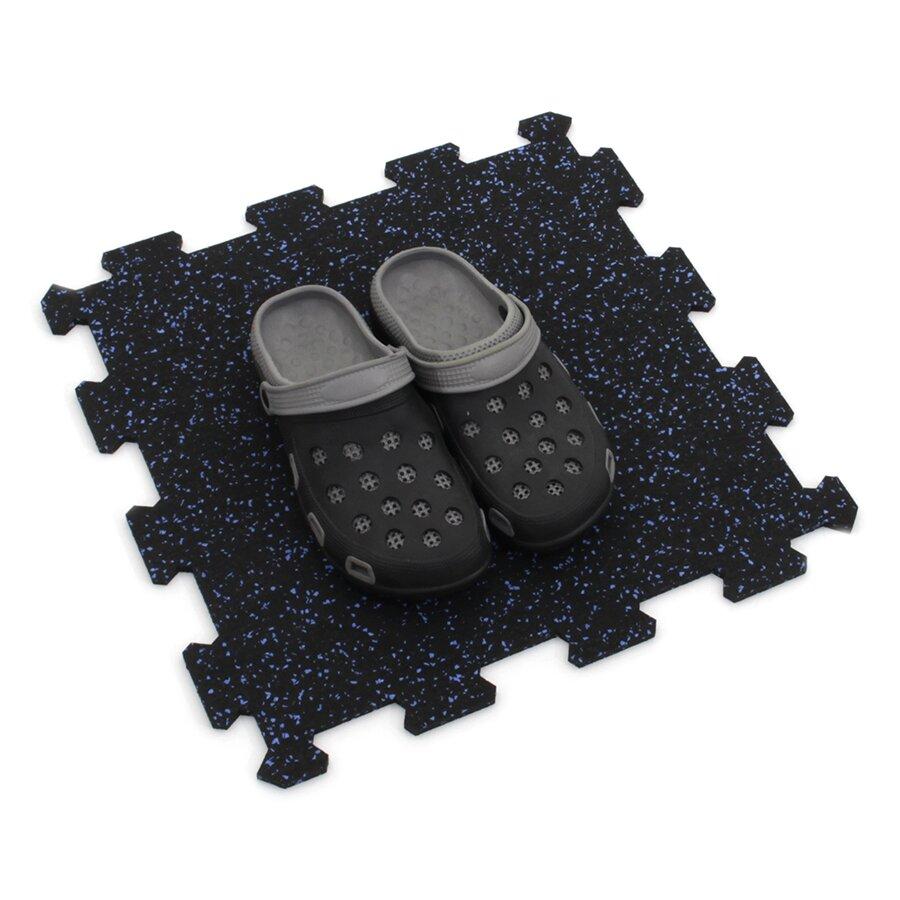 Černo-modrá gumová modulová puzzle dlažba (střed) FLOMA IceFlo SF1100 - délka 47,8 cm, šířka 47,8 cm a výška 0,8 cm
