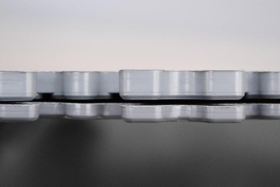 Černá vinylová plastová zátěžová dlaždice Fortelock XL Eco 2230 (hadí kůže) - délka 65,3 cm, šířka 65,3 cm a výška 0,4 cm