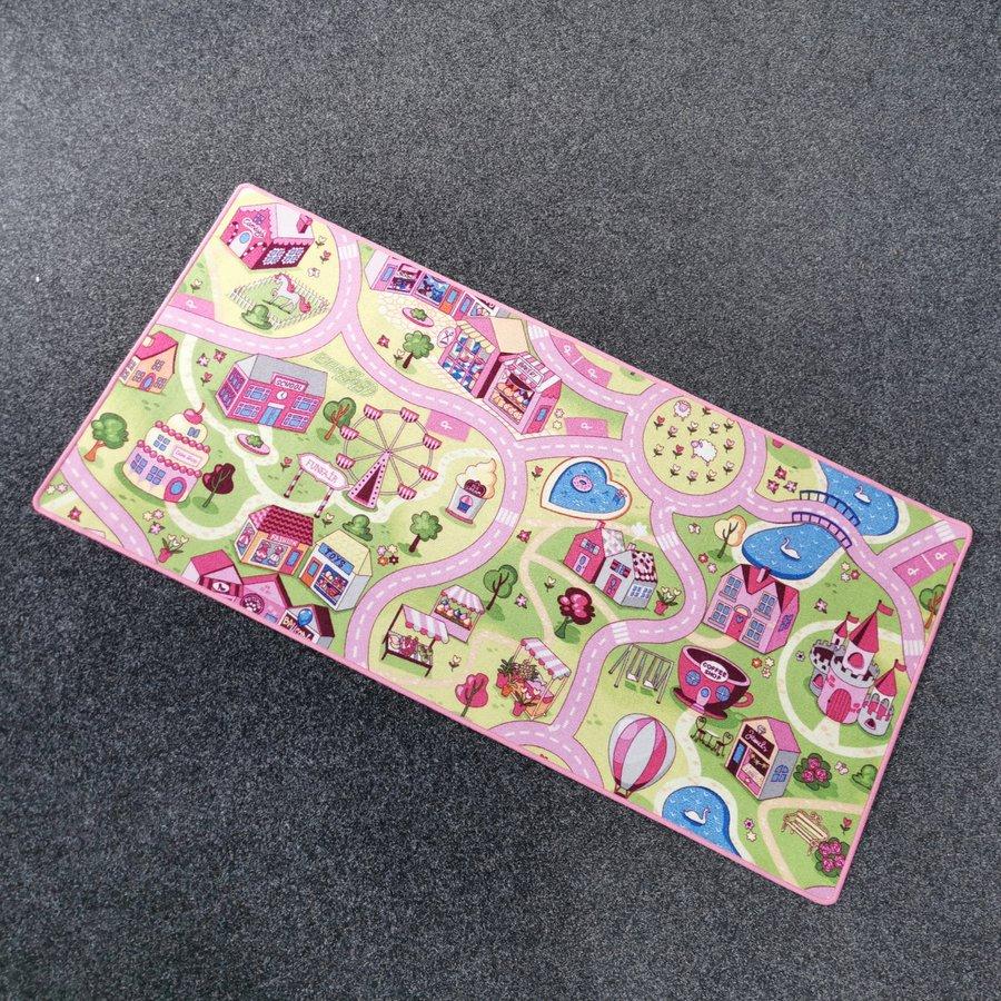 Různobarevný kusový dětský hrací koberec Růžové město - délka 200 cm a šířka 95 cm