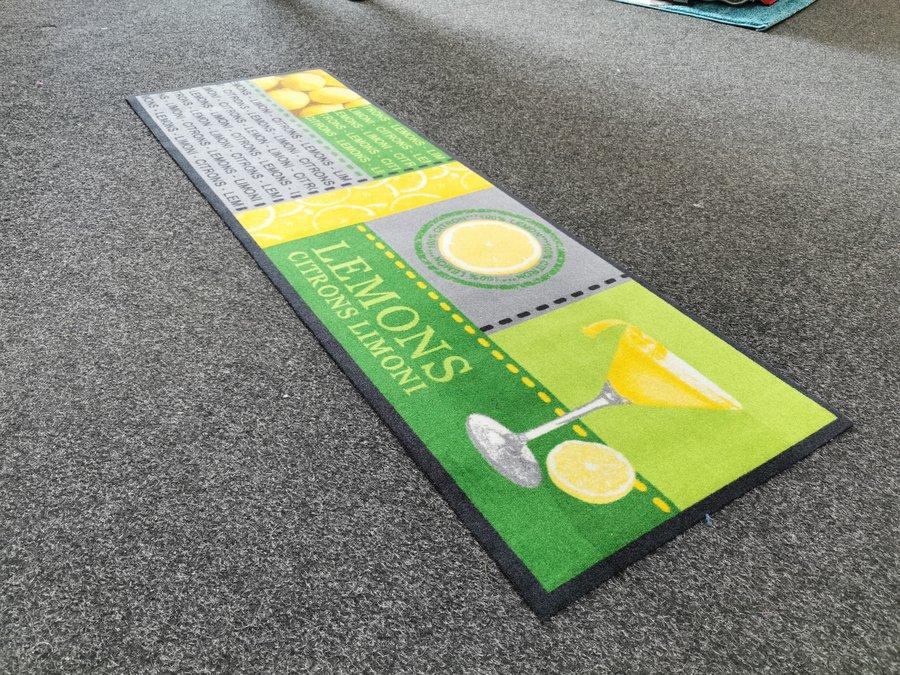 Zelený koberec - délka 150 cm a šířka 50 cm