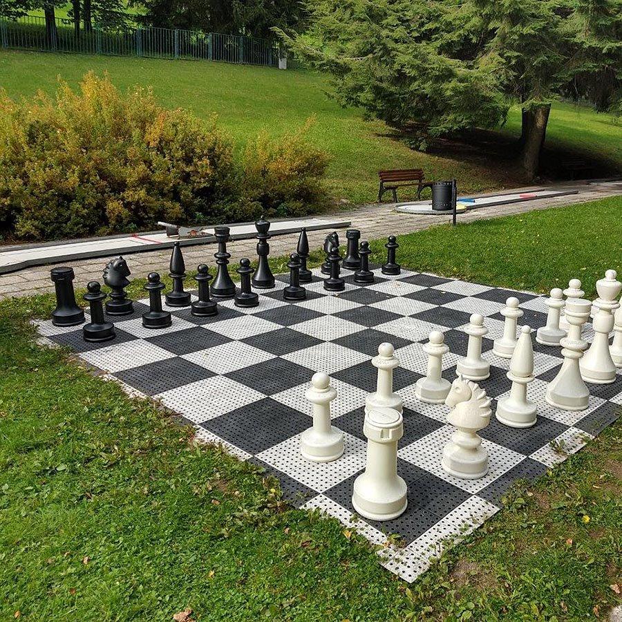 Černo-bílá plastová hra AvaTile Šachy - délka 4,25 m a šířka 4,25 m