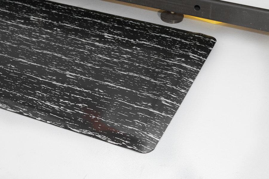 Černá gumová protiúnavová průmyslová rohož - délka 150 cm, šířka 90 cm a výška 1,4 cm